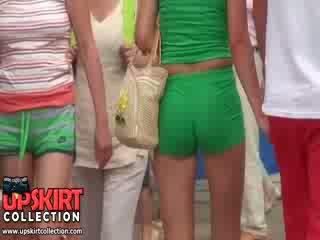 Ερασιτεχνικό μοντέλα σε Καυτά ποπός γαμήσι γαμήσι γαμήσι pants είναι walking σε ο park getting followed με μας κυνηγός