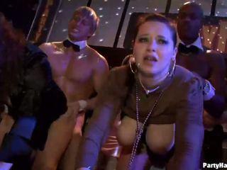 Rühm seks metsik patty juures öö klubi