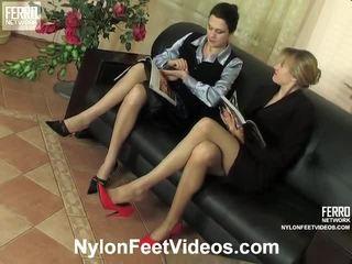 Dolly και joanna άτακτος/η νάιλον πόδια βίντεο δράση