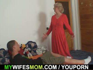 Съпруга finds му чукане мама в право и gets insane