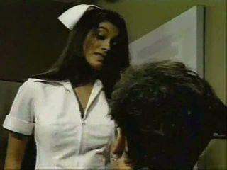 Ấn độ y tá gives tốt remedy