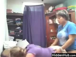 Lesbiete sister spied par līdz a slēpts camera