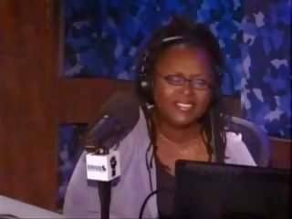 Brunette porno tweelingen rit de sybian machine: gratis porno 06