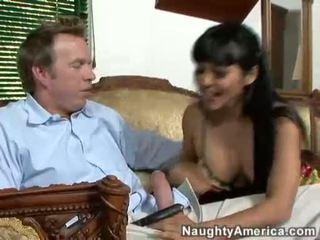 एशियन बेब mika tan takes एक कठिन jock पर यह guyr मुंह