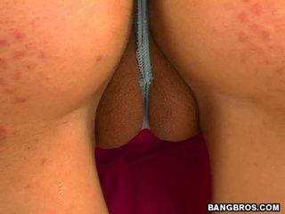 Jenny's beefy vāvere ka padarīt a liels camel toe video