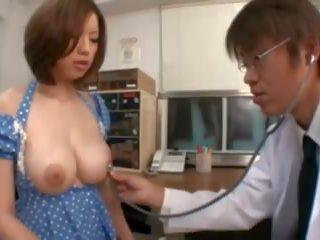 Krūtainas aziāti nokļūt krūšgali nepieredzējošas uz the slimnīca: porno 8f