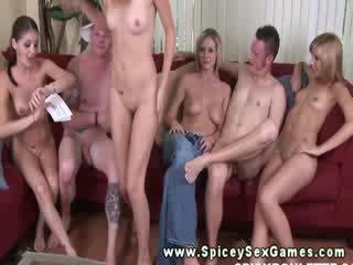 Oral é parte de o jogo em o festa para porno estrelas