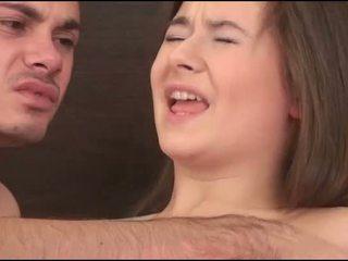Virgin meitene sucks a dzimumloceklis