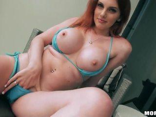 Gjoksmadhe gf rainia belle tries jashtë anale seks