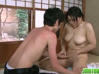 Jepang jatuh tempo: jepang dewasa babe dengan dia muda kurus lover.