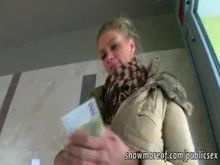 Masiven joški adele pounded za denar