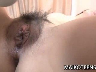 Marota japonesa jovem grávida yuma yoneyama opens peluda cona para a foder