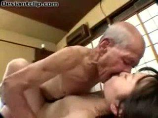 Biedny japońskie uczennica fucked przez stary fart