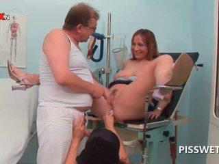 أقرن فتاة getting مهبل licked pisses في doctors فم