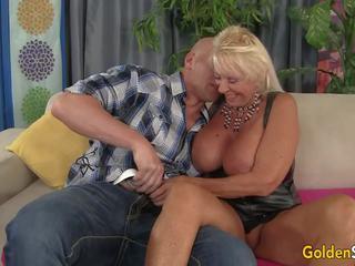 Floppy titted nenek fucks sebuah bald guy, porno c3