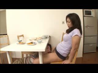 Japonesa paso mamá con no bragas