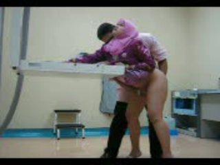 Arab فتاة في وردي gets لها كس eaten خارج ثم مارس الجنس من خلف فيديو