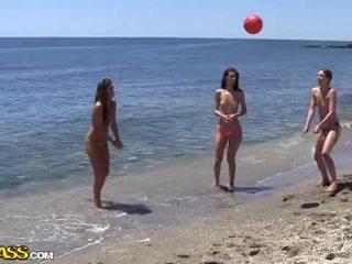 Vysoká škola pohlaví strana pod the slunce heat na the pláž