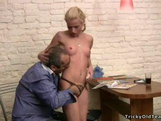 Tricky শিক্ষক seducing ছাত্রী