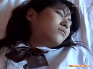 Japans schoolmeisje geneukt