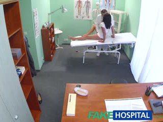Fakehospital karštas juodas haired mama cheats apie hubby su daktaras