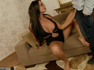 Szexi seductive emma csizmás fills neki száj -val an döbbenetes stiff jock