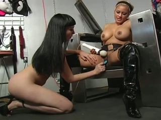 Porner premium jon r: extreem bondage opleiding met een reusachtig vibrator !