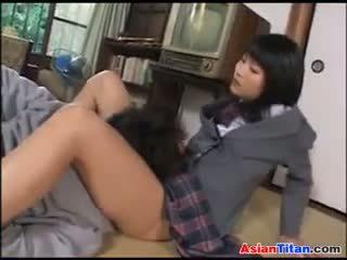 Aziāti skolniece un viņai male vergs