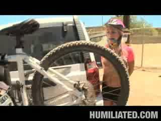 Étroit kara mountain biking chatte
