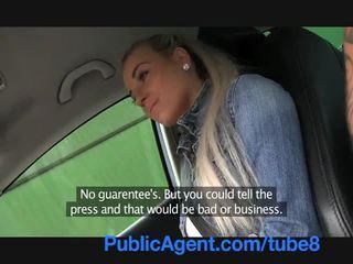 Publicagent heet blondine tiener neuken in mijn auto