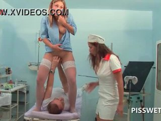 Lusty gynecologist γροθιά και licking αυτήν patients μουνί