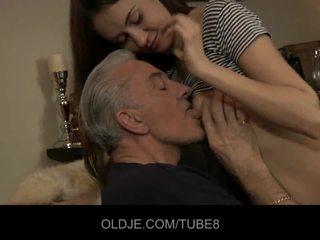 Teeny बेब having एनल सेक्स साथ पुराना guy