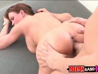 Milf abby atravessar sexo a 3 com dela stepson
