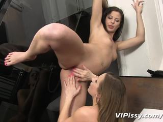 squirting, kinky, pissing