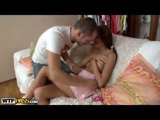Licking dan seks / persetubuhan telanjang remaja faraj